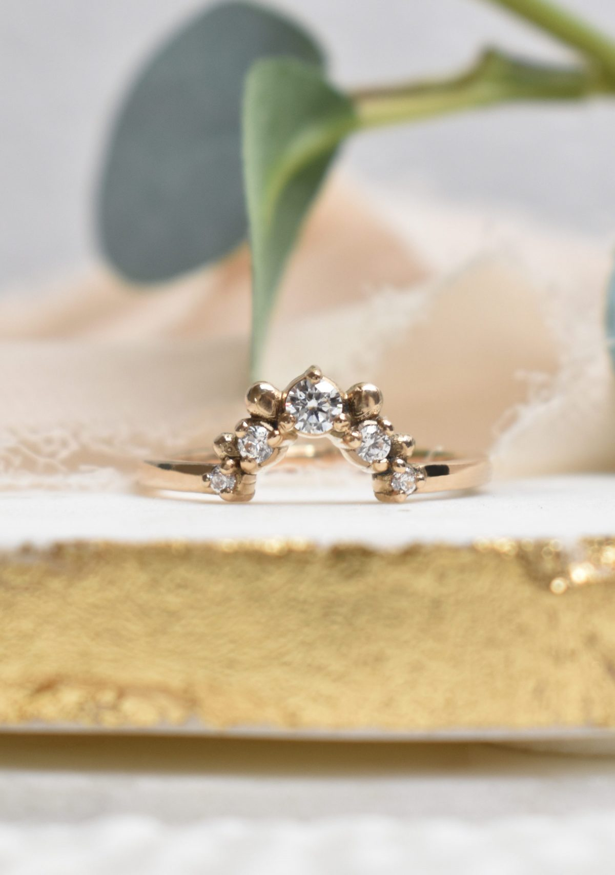 Saint K Arcelia 5 Stone Diamond Wedding Band in 14k Gold